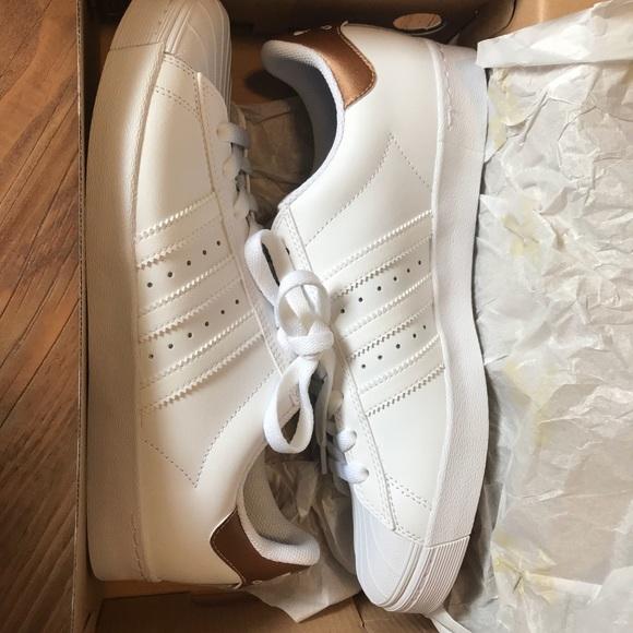 Le Adidas Superstar, Bianco Oro E Oro Bianco Poshmark 499e97
